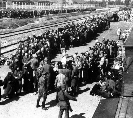 Портрет узников концлагеря Освенцим после его освобождения советскими войсками